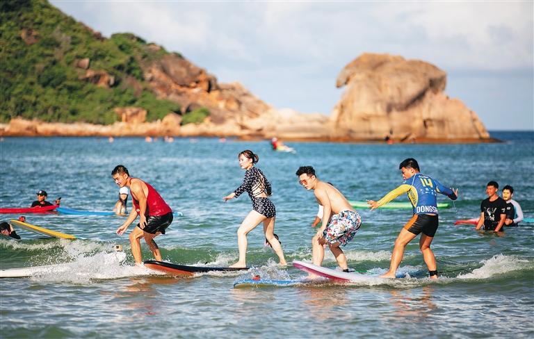 海南暑期濱海遊市場紅火
