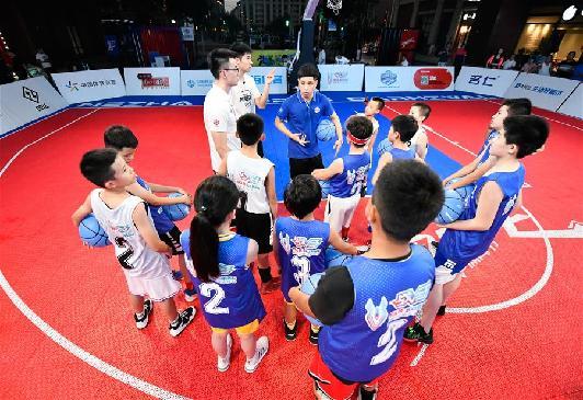 天津榮鋼先行者籃球俱樂部舉辦公益特訓課