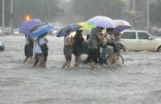 暴雨黃色預警:13省份局地有大到暴雨 京津冀局地大暴雨