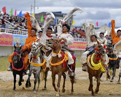 2020年那曲羌塘恰青格薩爾賽馬藝術節開幕