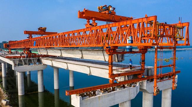 【航拍】藍天之下,一座大橋建設中