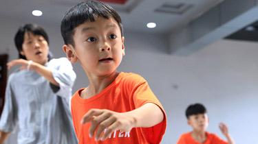寧夏靈武市:城一村的勁舞少年