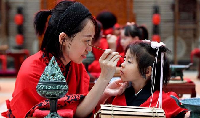"""西安:學童""""開筆破蒙"""" 體驗傳統文化"""
