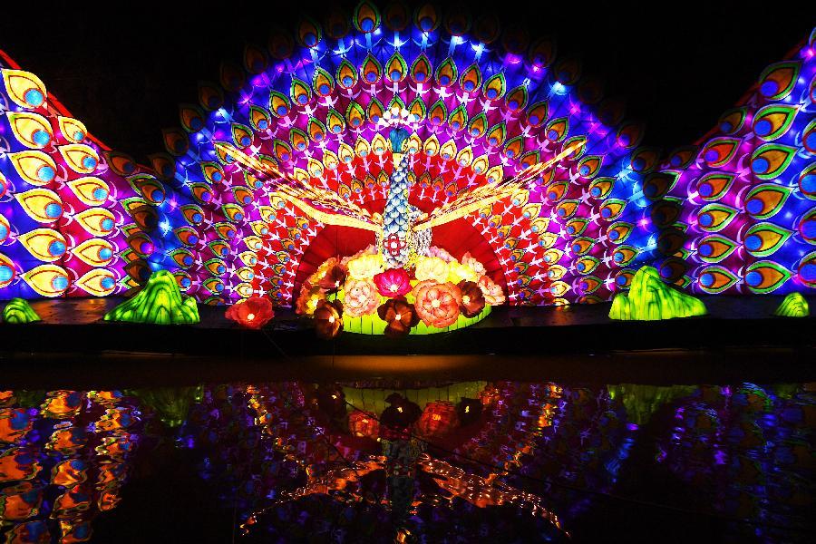 重慶:首屆南溫泉燈會亮燈