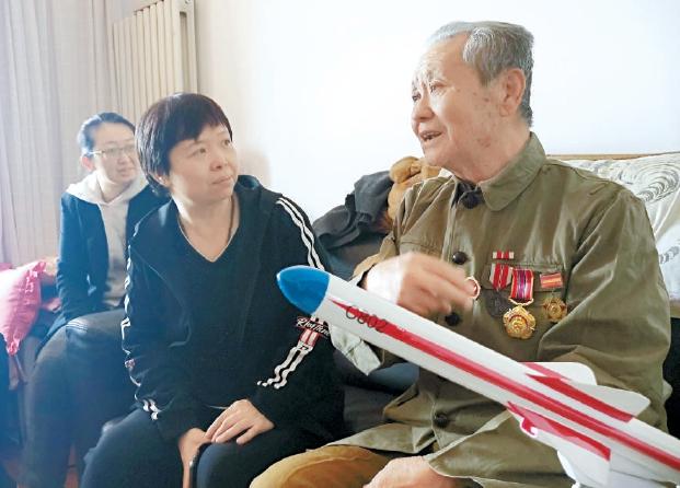 北京市豐臺區田城社區青年慰問抗美援朝老兵