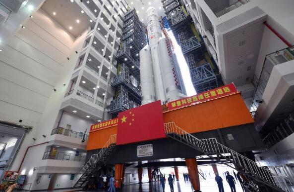 長徵五號遙五運載火箭垂直轉運至發射區 計劃11月下旬擇機發射嫦娥五號探測器