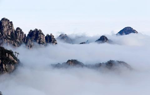 安徽黃山:冬晴萬裏觀雲海