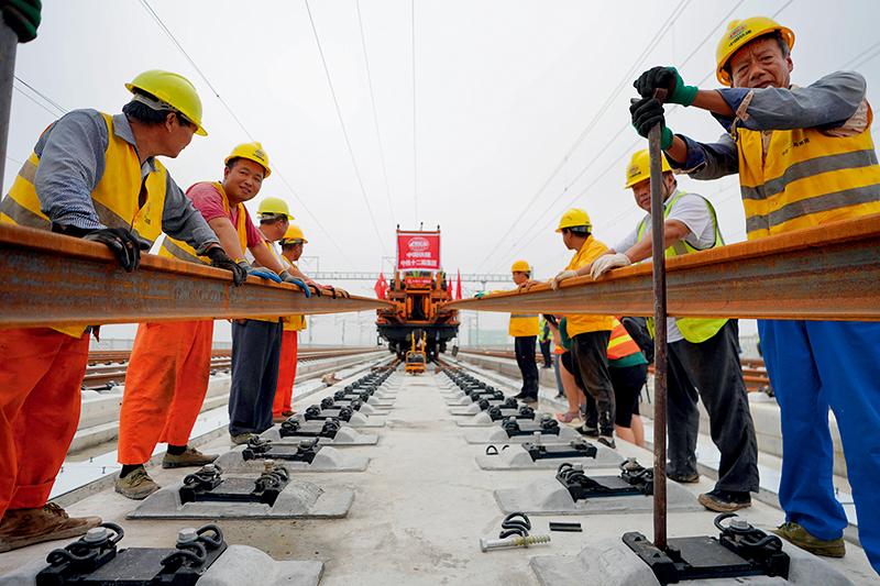 中國高鐵跑出加速度