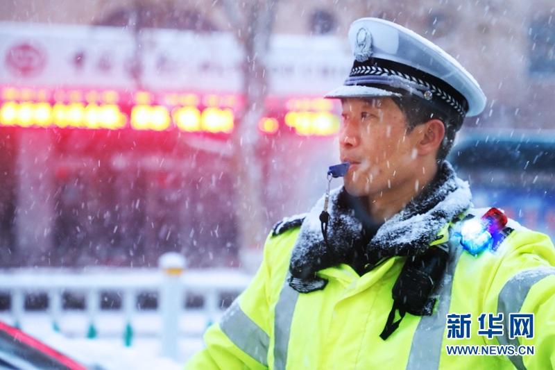 """山東:雪景中的雪""""警"""""""