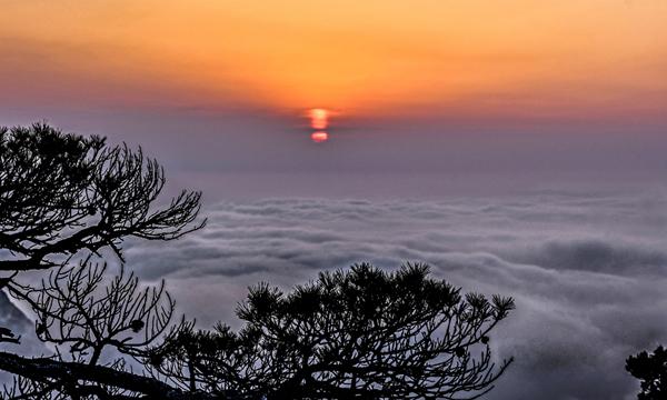 """黃山:""""海""""上日落景最佳"""