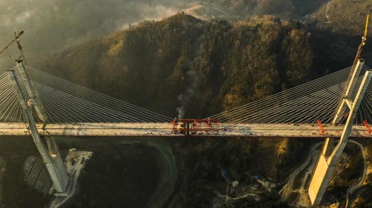 貴州都安高速雲霧大橋成功合龍