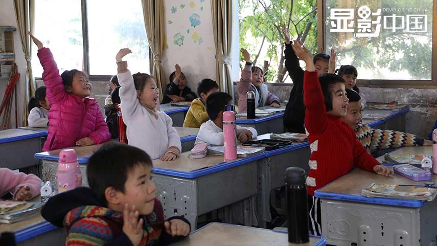 """【顯影中國】留守兒童和孤兒的""""老師媽媽"""""""