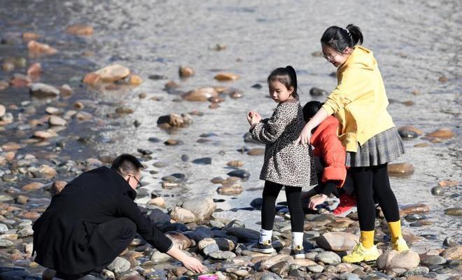 蘭州:黃河春暖引遊人