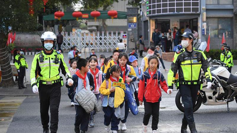 福建福州:為開學保駕護航