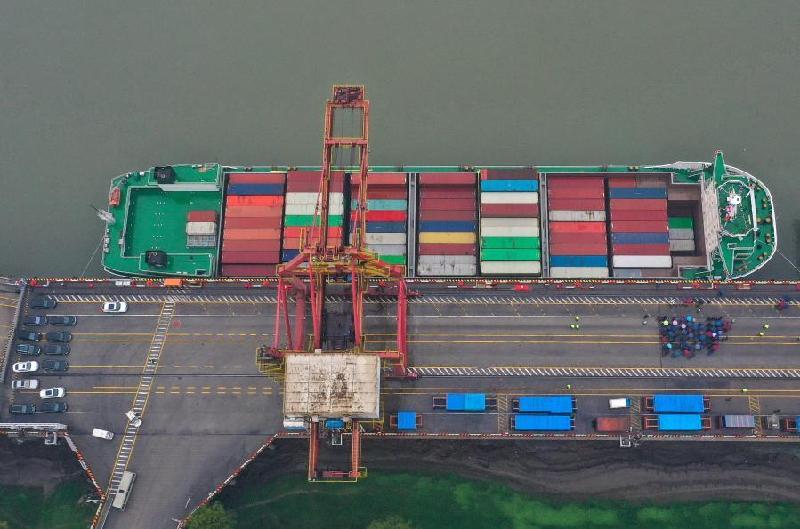 武漢:長江內河最大集裝箱船首航