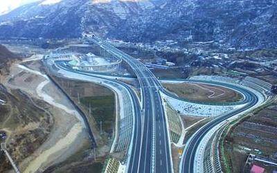 受前期降雪影響 甘肅省多條高速公路交通管制