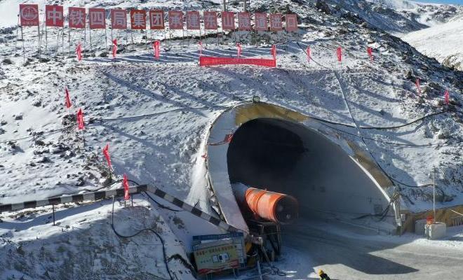 國道213線高海拔隧道順利貫通