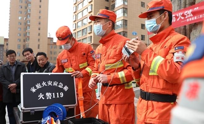 甘肅:傳承雷鋒精神 森林消防在行動
