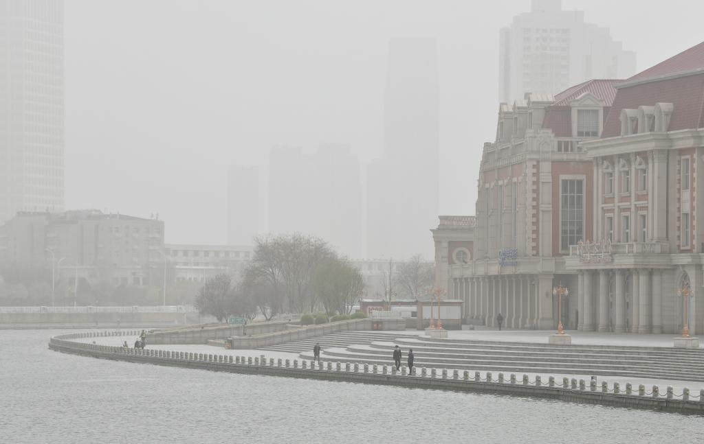 天津遭遇沙塵天氣