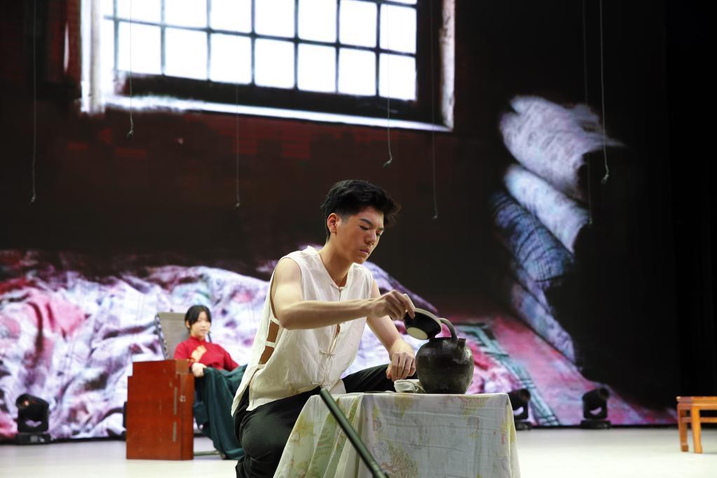 北京中學生展示經典戲劇