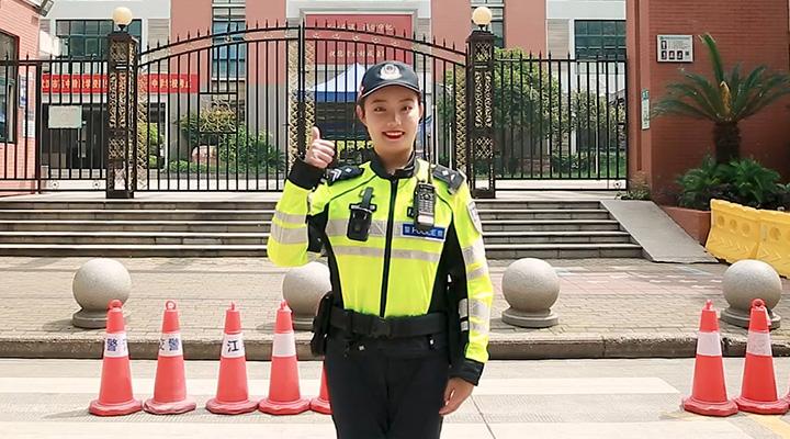 武漢交警小姐姐們為全國中考考生送祝福