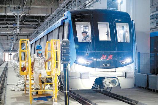 北京三條地鐵新線A型列車亮相 年底即將開通運營