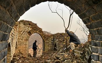 北京延慶:冬日養護古長城