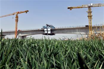 濰萊高鐵100米連續梁合龍