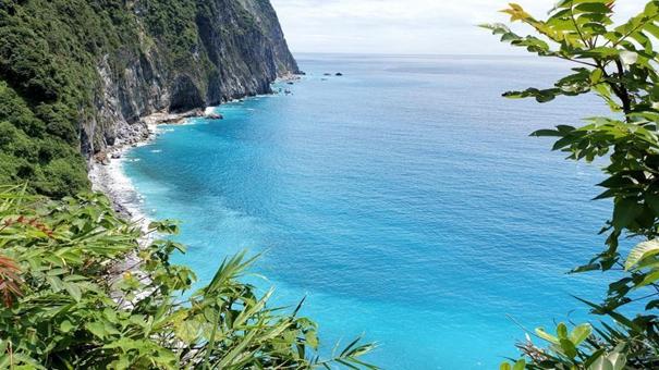 迷人的臺灣太魯閣風景引遊客參觀