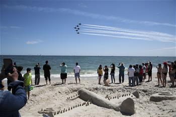 紐約瓊斯海灘上演飛行秀