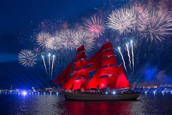 """聖彼得堡慶祝""""紅帆節"""""""