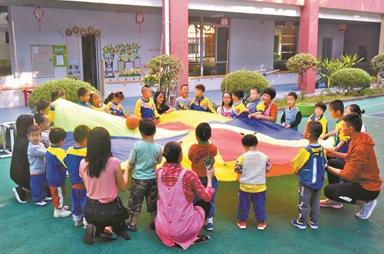 """這所特殊幼兒園有27個""""天使"""""""