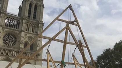 法國巴黎聖母院採用傳統工藝進行修復