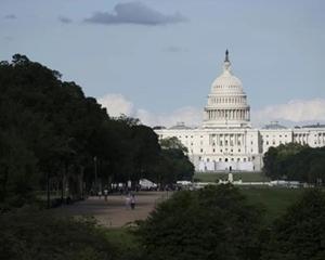 """美國國會通過臨時撥款法案以避免政府""""關門"""""""