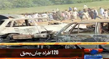 巴基斯坦一油罐車側翻