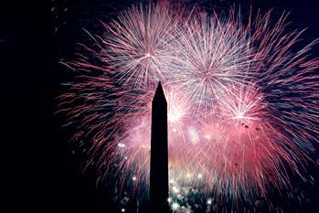 焰火綻放慶祝美國獨立日