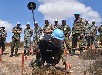 中柬赴黎維和部隊組織掃雷作業現場研討