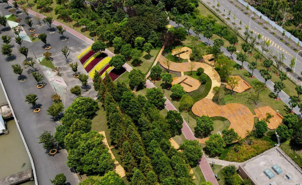 上海:昔日荒草灘變身綠地公園