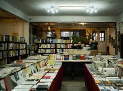 24小時書店點亮愛書人的夜空