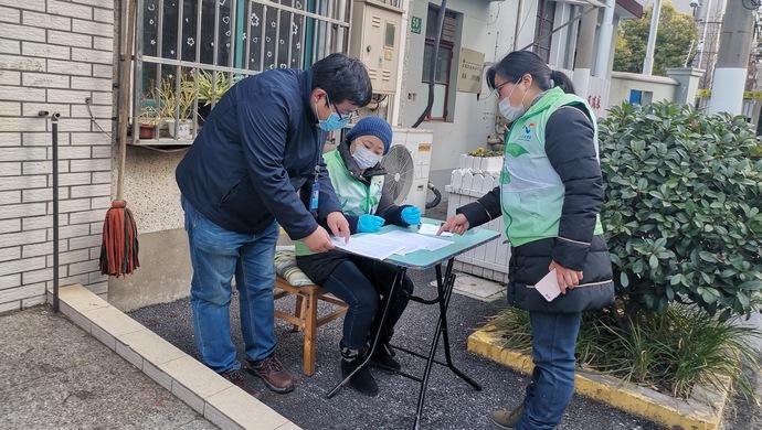 """上海11.5萬名""""疫情防控志願者""""人均上崗近18小時"""