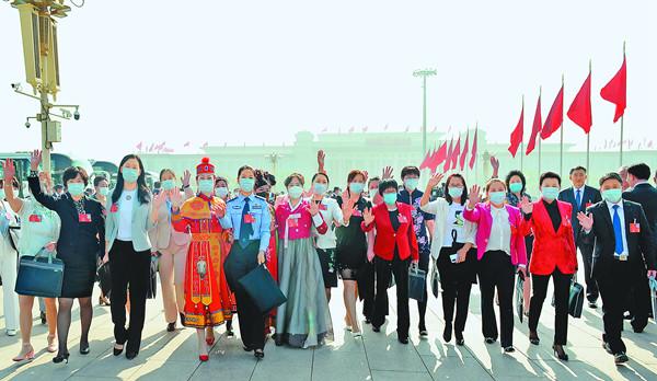 黑龍江省全國政協委員審議常委會工作報告和提案工作情況報告