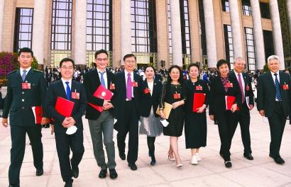 上海代表團和在滬全國政協委員圓滿完成議程返滬