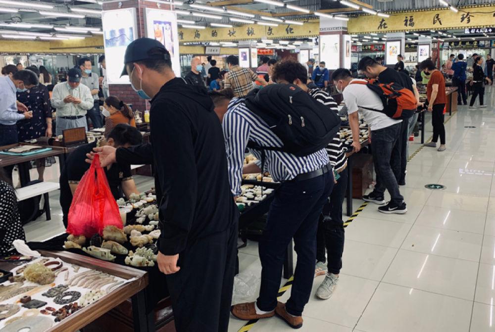 上海豫園全面復市 文玩集市開業重現熱鬧景象