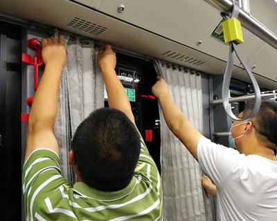 迎接低年級返校小乘客 公交車隊忙著洗窗簾、查空調、增運能
