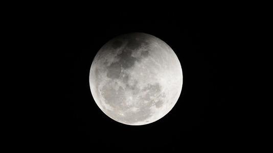 2024年將宇航員送上月球 分三步走