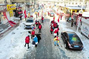 近百志願者午休時間清冰雪