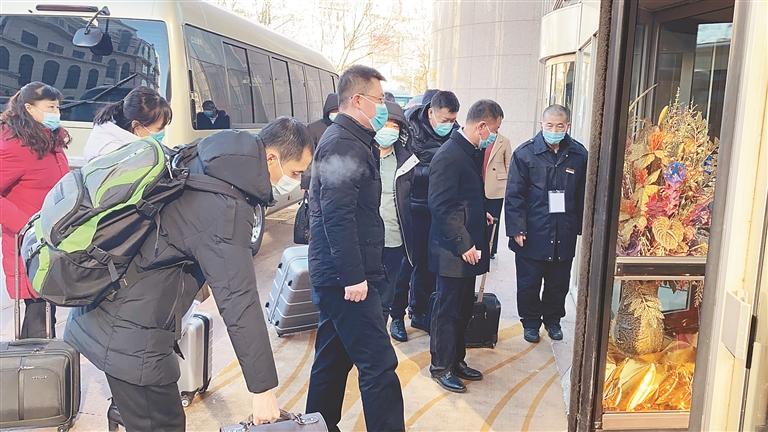黑龍江省十三屆人大五次會議 代表陸續報到