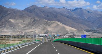 高等級公路提升西藏交通運輸能力