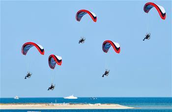 卡塔爾舉行盛大國慶閱兵式