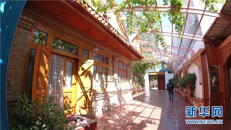 2008年4月,喀赞其民俗旅游区正式接待游客;2009年,获得中国人居